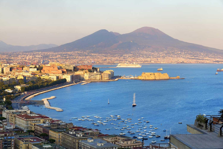 Guida di Napoli, bella e suadente scugnizza